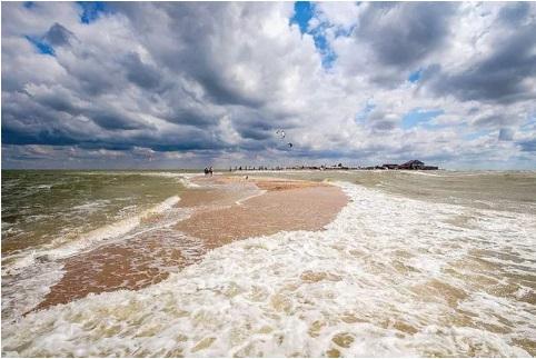 разделение Красного моря при сильном ветре