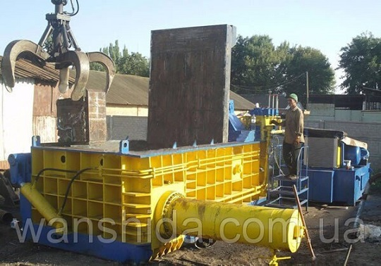 Hydraulic balers for scrap